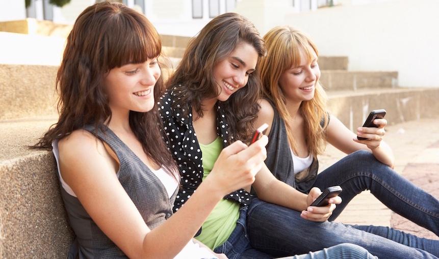 teens-mobile-phones-4